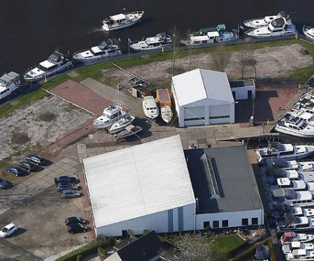 Bovenfoto motorjacht huren in Friesland