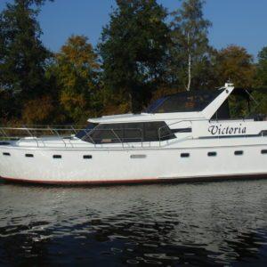 Victoria jacht aan het varen