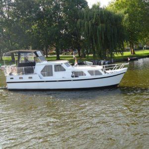 Combi Kruiser 1040 AK aan het varen